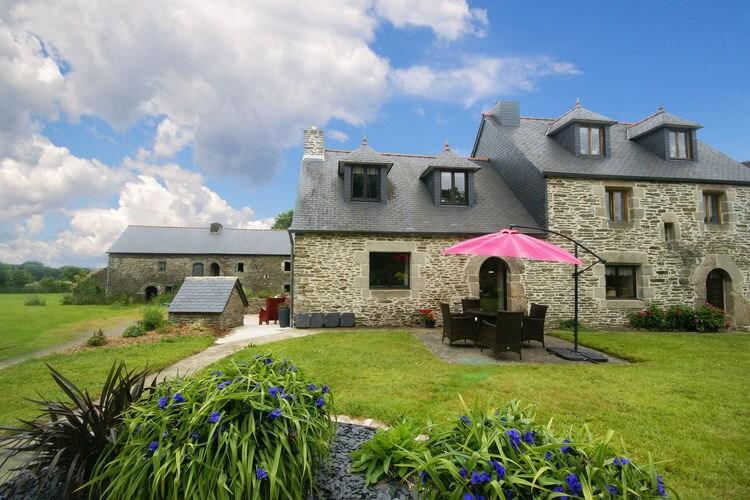 Boerderij  met wifi  Le Moustoir  Uniek 17e-eeuws vakantiehuis met fijne tuin in het hart van Bretagne