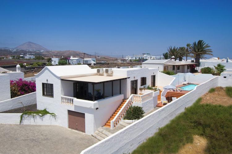 lnzt Vakantiewoningen te huur Comfortabele villa met privézwembad in Puerto del Carmen op Lanzarote