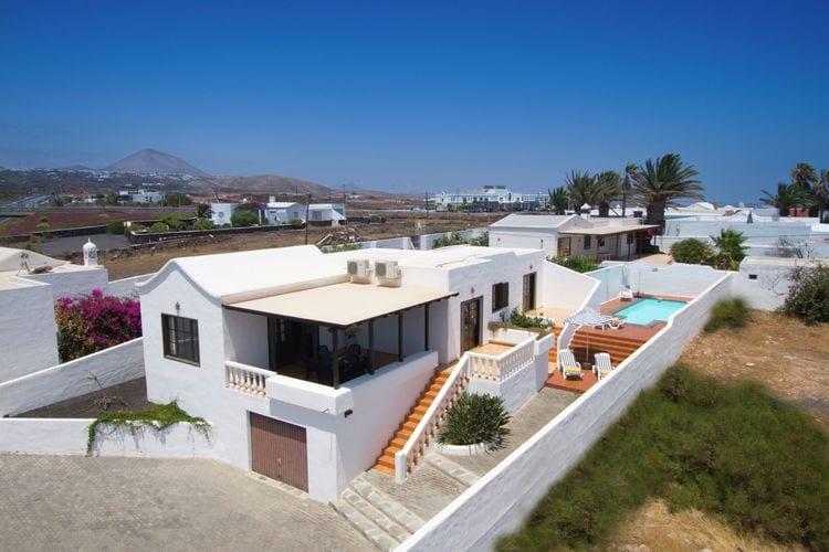 lnzt Vakantiewoningen te huur Comfortabele villa met privé-zwembad in Puerto del Carmen op Lanzarote
