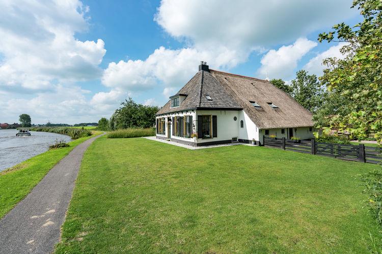 Friesland Appartementen te huur Appartement met prachtig uitzicht in natuurrijk gebied in Fries Burdaard