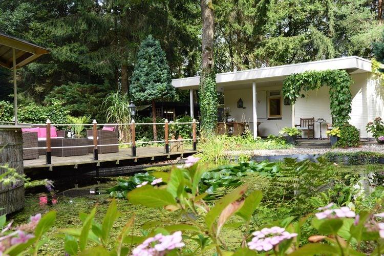 WATEREN Vakantiewoningen te huur Deze vrijstaande bungalow staat aan de r..