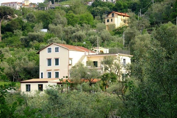 Campania Boerderijen te huur Agriturismo-appartement tussen olijf- en citroenbomen met adembenemend uitzicht op zee