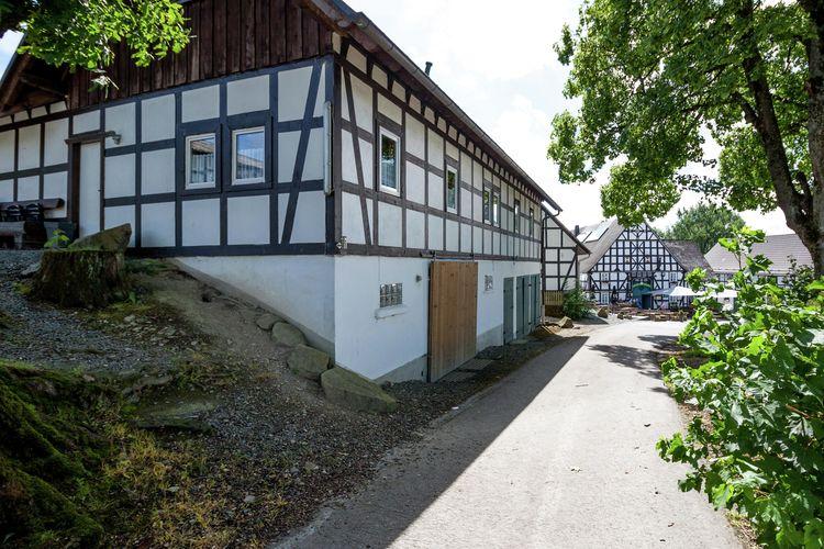 Vakantiewoning met zwembad met wifi  Meschede-Vellinghausen  Meschede-Vellinghausen