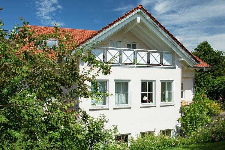 Licht zolderappartement in Oberschwaben met overdekt balkon