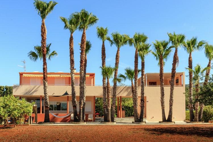 Villa met zwembad met wifi  San Lorenzo  Moderne villa met zwembad in landelijke omgeving omgeven door fruit- en palmbomen