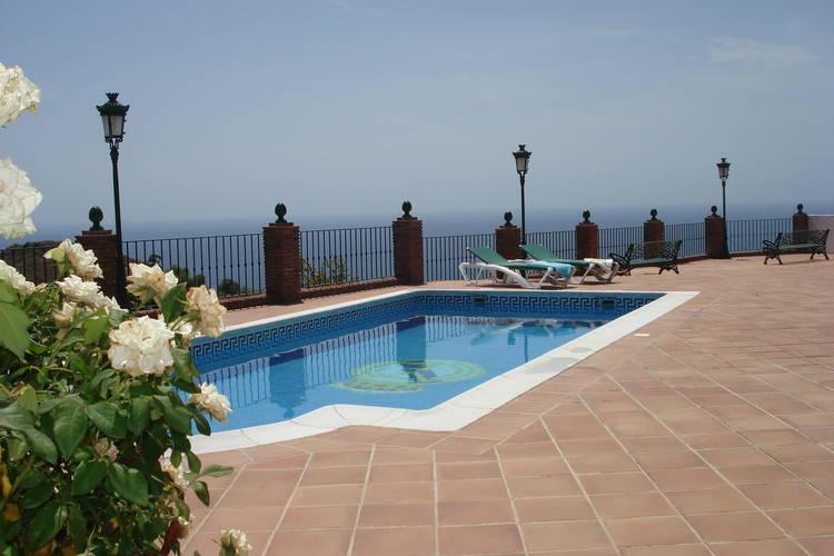 Vakantiehuizen Spanje | Costa-del-Sol | Vakantiehuis te huur in Nerja met zwembad  met wifi 6 personen