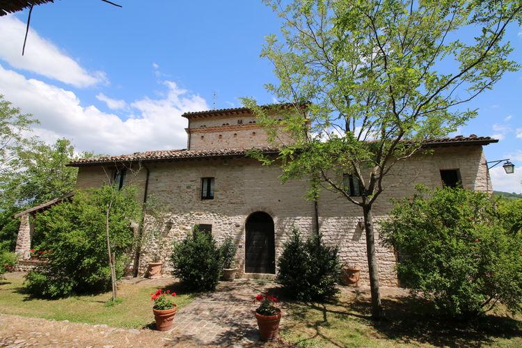 Vakantiewoning met zwembad met wifi  Cagli  Ooit willen slapen in een 15-eeuwse toren?