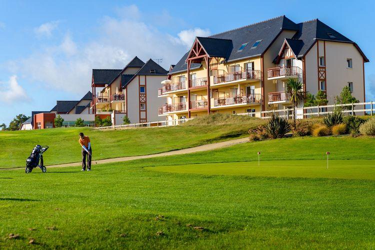 Modern en ruim appartement op park met zwembad dichtbij strand en golfbaan