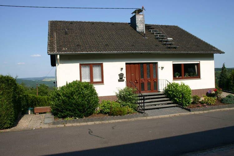 Saarland Vakantiewoningen te huur Ruim 10-pers vakantiehuis met alleenbewoning en uitzicht over het Rijndal.