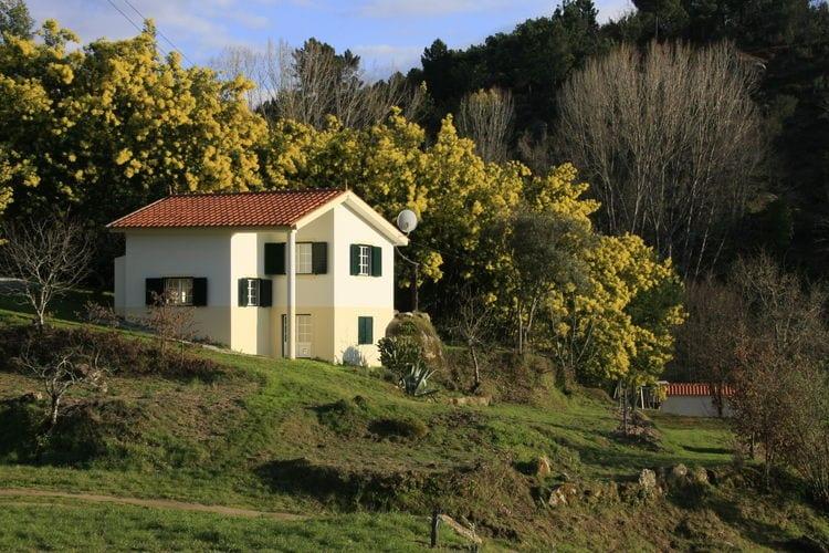 Centraal Portugal Vakantiewoningen te huur Vrijstaand vakantiehuis met zwembad en prachtig uitzicht over de vallei