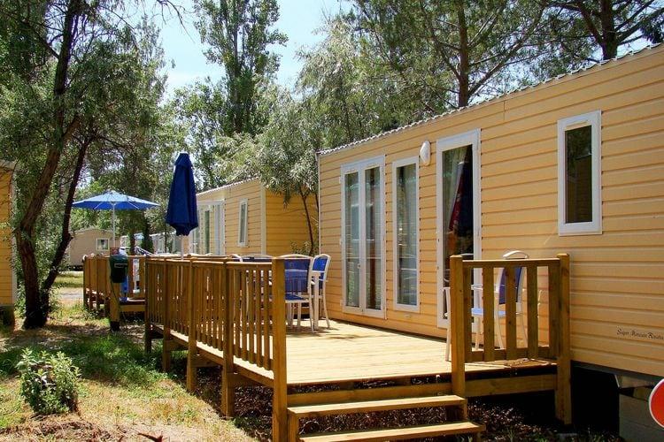 Sta caravan met zwembad   Le Grau du roi  Stacaravan op vakantiepark met veel faciliteiten in een prachtige omgeving
