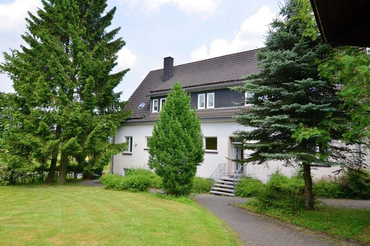Eslohe-Niederlandenbeck Vakantiewoningen te huur In 2008 gerenoveerd groepshuis in vroegere school voor groepen met veel kinderen