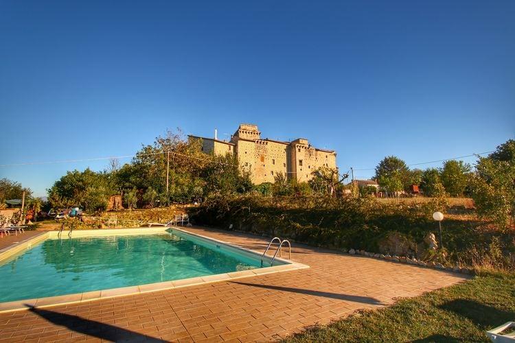 Authentieke vakantiehuizen gelegen in middeleeuws kasteel met zwembad in Umbrië