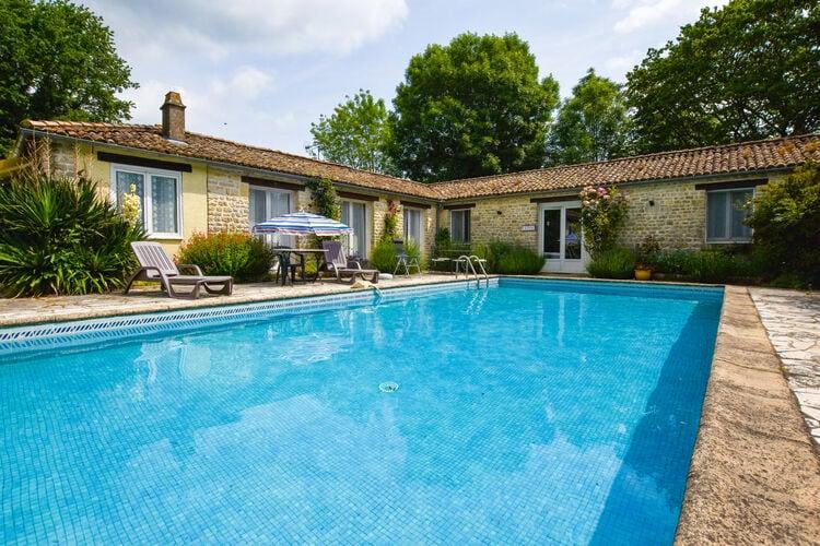 Vakantiehuis met zwembad met wifi  SouvignePineau des Bois