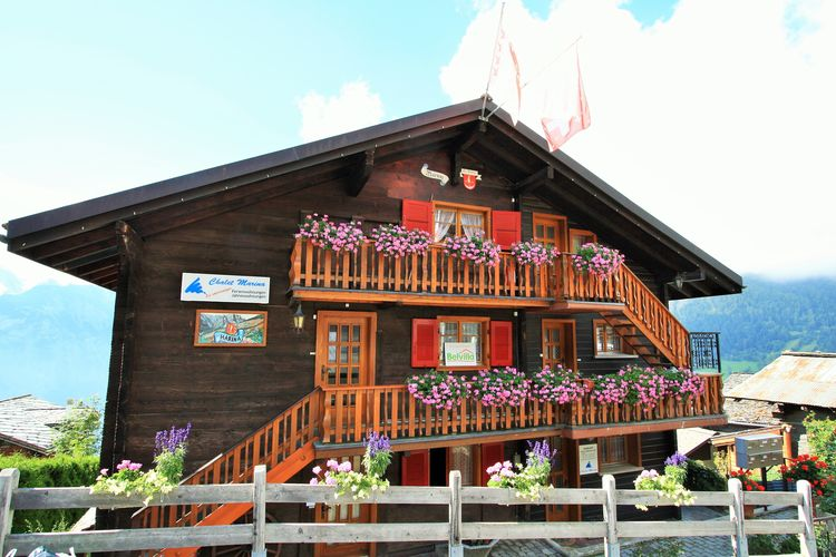 Vakantiehuizen Zwitserland | Jura | Appartement te huur in Albinen   met wifi 4 personen