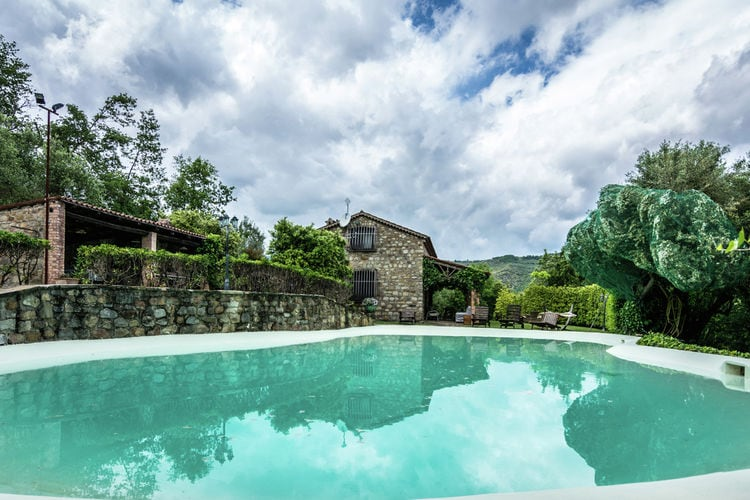 Villa in ongerepte natuur, spectaculaire kliffen en een kristalheldere zee