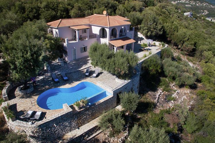 Lefkas Villas te huur Schitterende 10-pers villa met fenomenaal uitzicht over zee en eilandengroepen