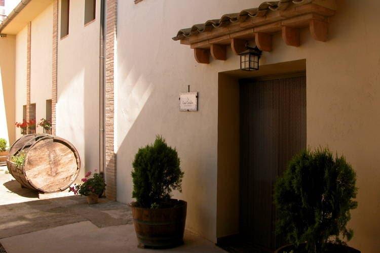 Vakantiewoning    Cofita - Huesca  Mooie vrijstaande vakantiewoning met wijnkelder in Huesca