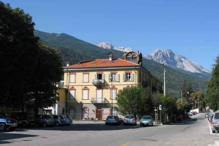 Appartement  met wifi  Oulx  Penthouse-appartement met zicht Italiaans Alpenstadje,bij Olympische skipistes