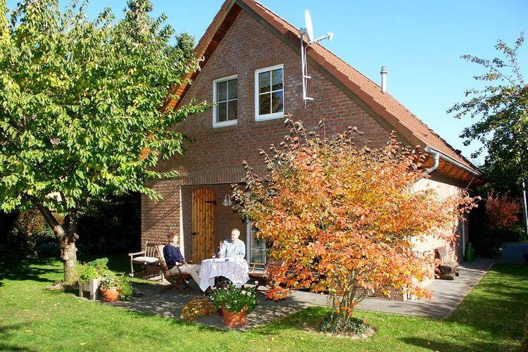 Vakantiewoning  met wifi  Schwarmstedt/Grindau  Vrijstaand 4 sterren vakantiehuis met ruime tuin en veel vrijetijdsbestedingen.