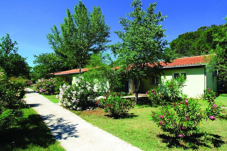 Fazana-Pula Bungalows te huur Comfortabele bungalow op park direct aan zee met vele faciliteiten als zwembaden en restaurants