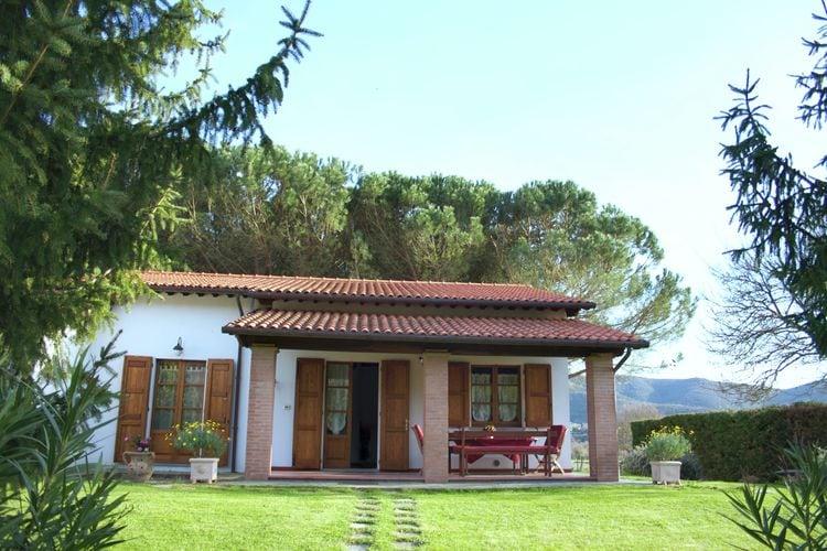 Agriturismo met tuin, privé terras, panoramisch zwembad, biologische wijn