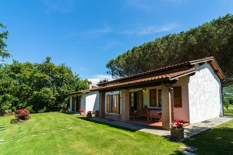 CASTIGLION-FIORENTINO Vakantiewoningen te huur Agriturismo met tuin, privé terras, panoramisch zwembad, biologische wijn