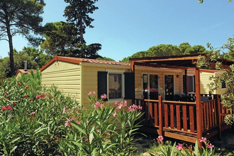 Kroatie Chalets te huur Luxe en recent geplaatste mobilhome op groot park direct aan zee gelegen