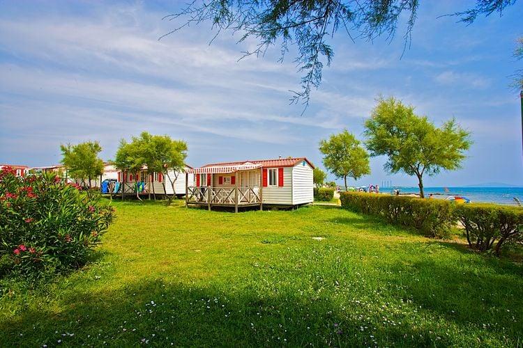 Vrijwel direct aan zee gelegen mobilhomes met airco op park met vele faciliteiten, direct aan zee