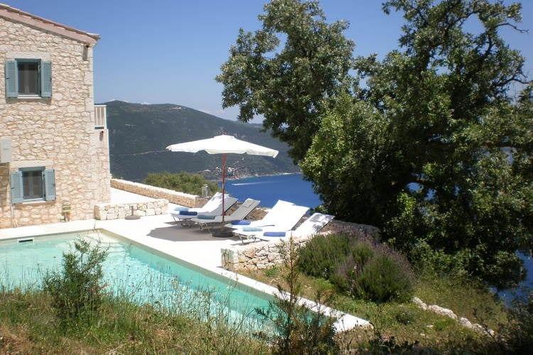 Villa met zwembad met wifi aan zee Vasiliki  Schitterende villa met adembenemend uitzicht over de Ionische Zee