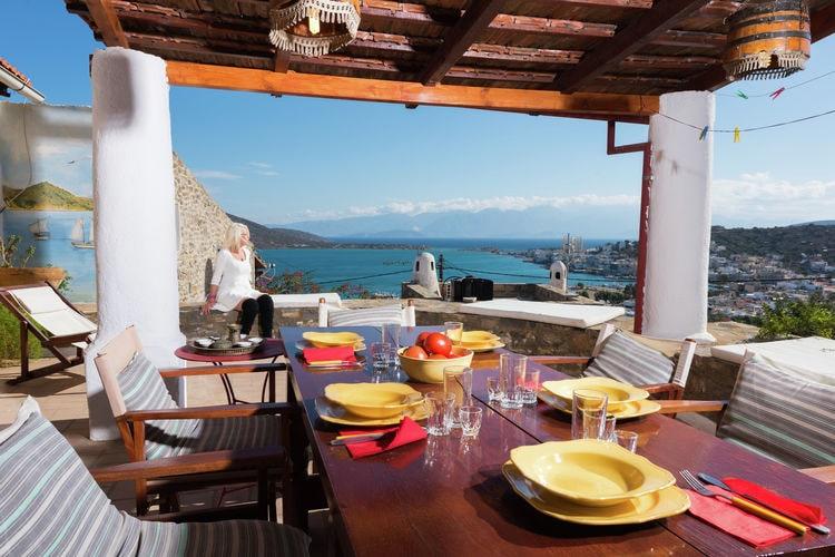 Typisch griekse woning bij Elounda, NO kust, met prachtig zicht Elounda baai.