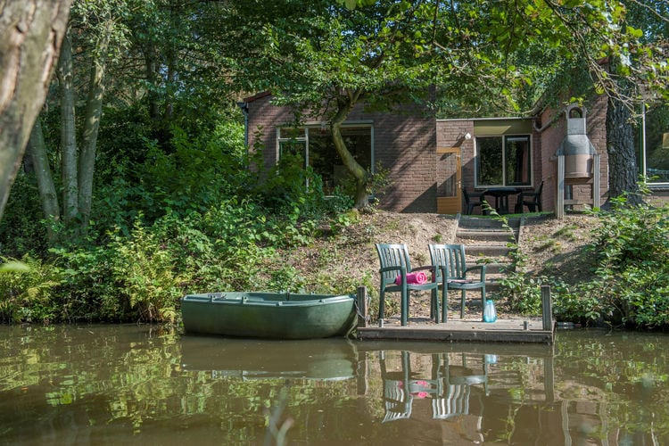 Vakantiewoning met zwembad met wifi  Weert  Aan het water gelegen bungalow met roeiboot, op natuurrijk park met subtropisch zwemparadijs