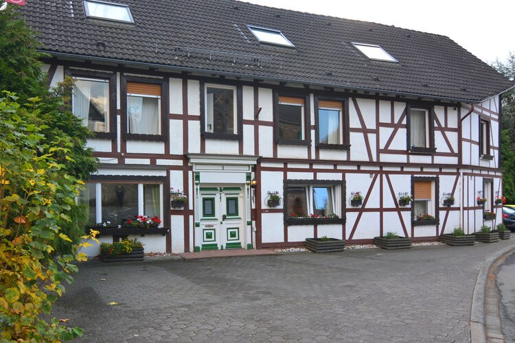 Medebach Vakantiewoningen te huur Ruime groepsaccommodatie dicht bij Winterberg en Willingen met eigen tuin