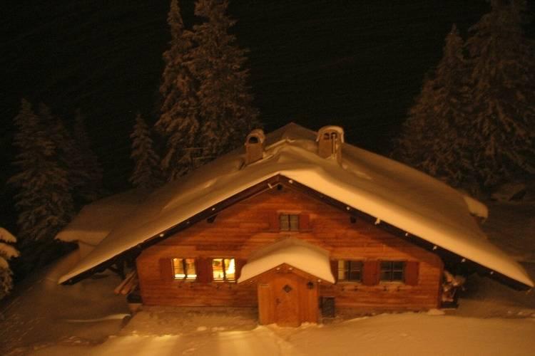 Almhütte Chalet Hochbrunn direkt an der Piste - Exterior - Winter