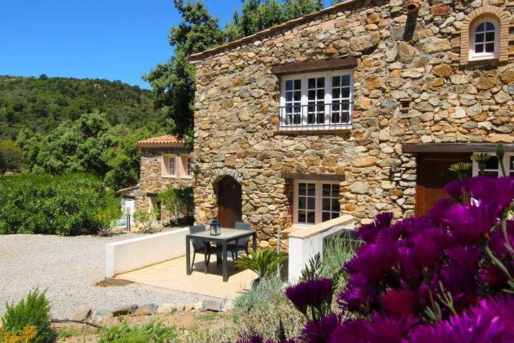 Vakantiewoning met zwembad met wifi  Plan de la Tour  Comfortabele studio in een natuurstenen provençaalse residence met zwembad