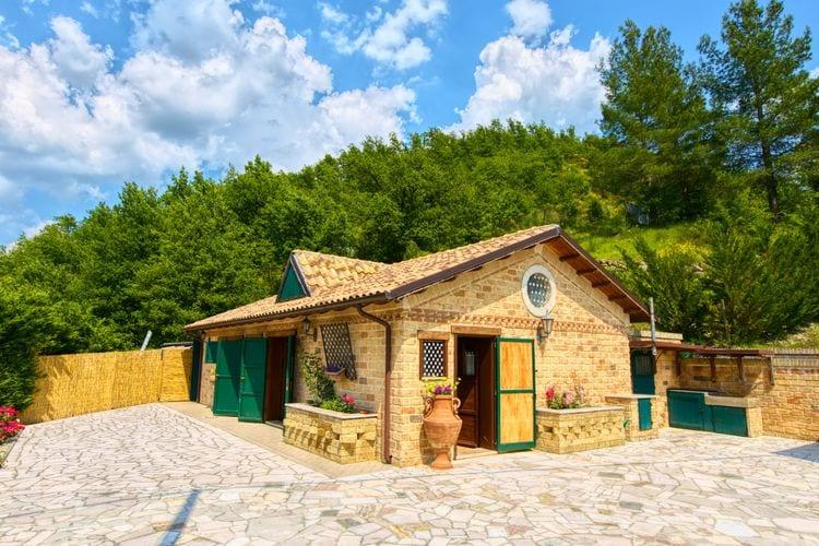 Vakantiewoning met zwembad met wifi  Cagli  Leuk vakantiehuis met zwembad, sauna en ruime tuin, mooi uitzicht en een pony