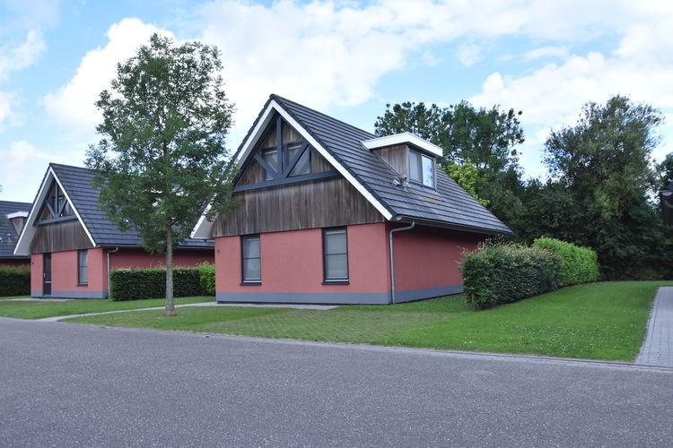 Vakantiewoning huren in Balk -   met wifi  voor 8 personen  In het Friese plaatsje Balk ligt d..