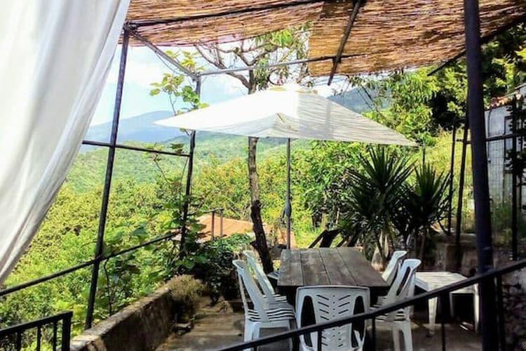 Vakantiewoning  met wifi  Calice Ligure  Mooi gedeeld vakantiehuis in een kleine borgo dichtbij zee