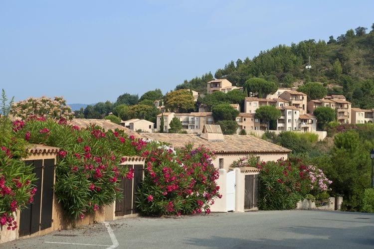 Les-Issambres Vakantiewoningen te huur Fris ingerichte studio op ruim vakantiepark met zwembaden nabij Saint-Tropez
