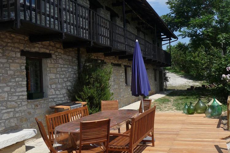 Vrijstaande villa met privé zwembad in de ongerepte natuur nabij wijnstreek
