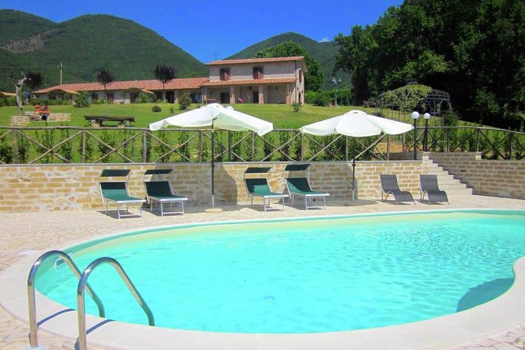 Boerderij met zwembad met wifi  LazioArancio