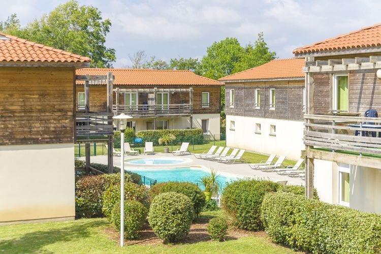 Appartement met zwembad met wifi  AureilhanResidences Les Terrasses du Lac 1
