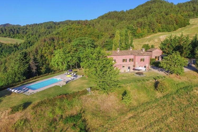 Villa-appartement met zwembad en panoramisch uitzicht over de Apennijnen