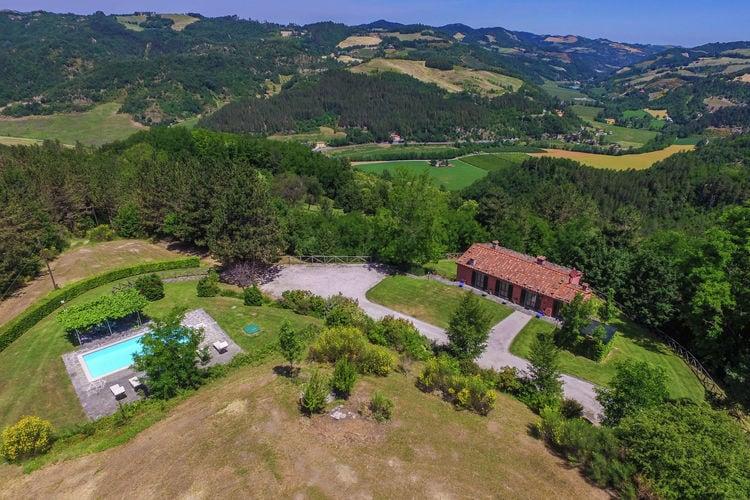 Villa in Toscaanse heuvels met privé zwembad in rustige bosrijke omgeving