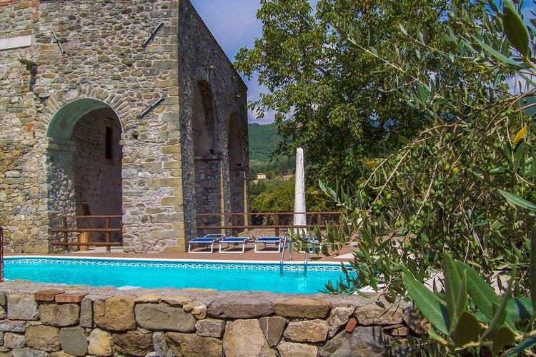 Casola in Lunigiana Vakantiewoningen te huur Castello di Pratogrande 1