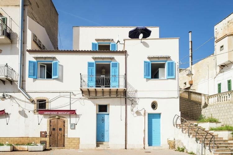 Vakantiewoning  met wifi  Santa Flavia -  Fraz.Porticello  Met smaak ingericht vakantiehuisje in de haven van het vissersdorpje Porticello
