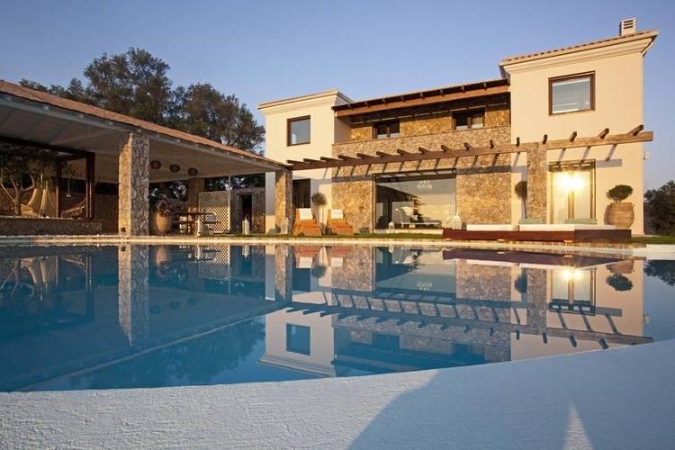 Villa huren in Corfu - met zwembad  met wifi met zwembad voor 7 personen  De ruime en elegante Villa Piedra ..
