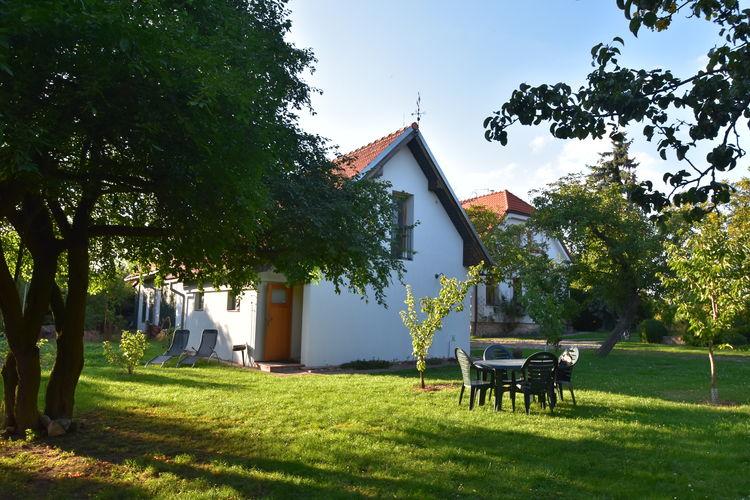 Tsjechie Vakantiewoningen te huur Appartement met zeer ruime tuin in Tuklaty, op slechts 30 min rijden van Praag!