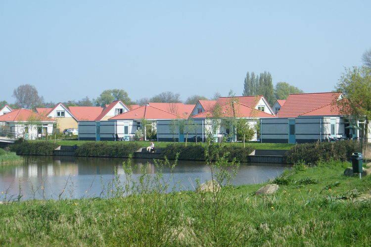 Andijk Vakantiewoningen te huur Vrijstaande villa op vakantiepark, gelegen aan het water met eigen steiger