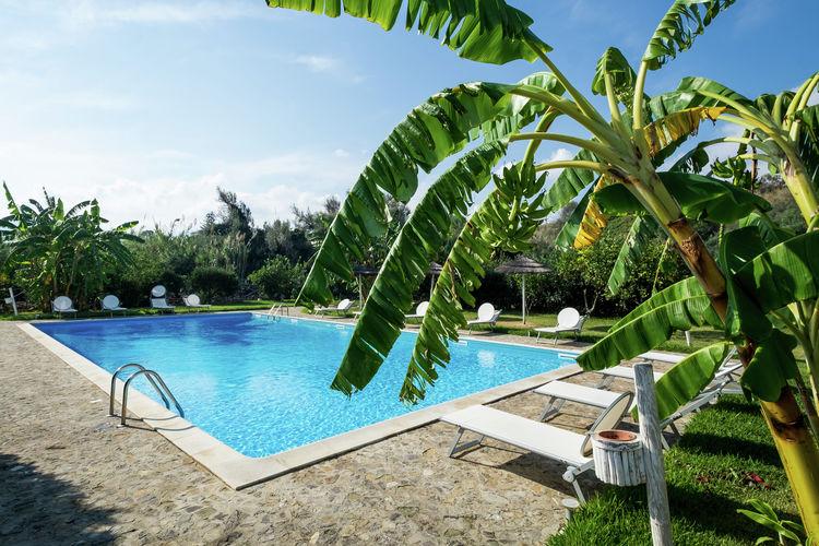Vakantiehuis met zwembad met wifi aan zee Santa Flavia  Casetta Rosa